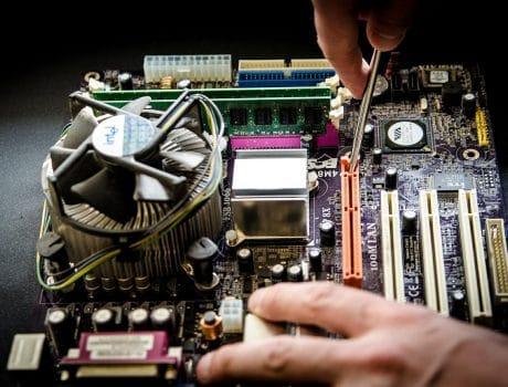 """<font color=""""#FFAB00"""">Assistenza Tecnica e Manutenzione Personal Computer</font>"""